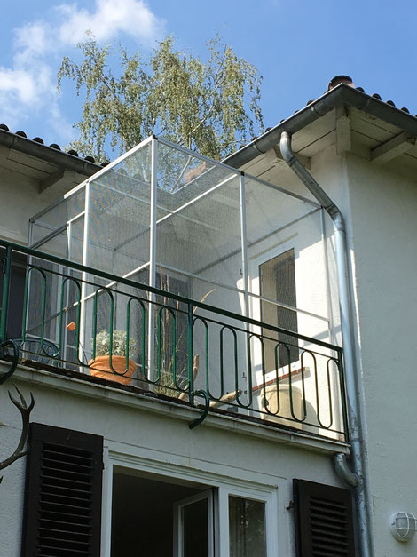 Katzengehege auf dem Balkon