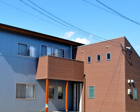 色の美しい家
