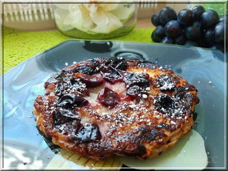 omelette soufflée aux raisins noirs