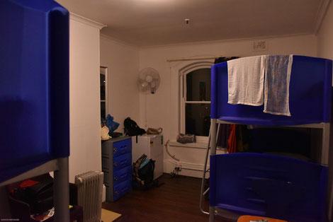 これがお部屋。ひとり29ドル。けっこう広いですが、入り口から遠かった。