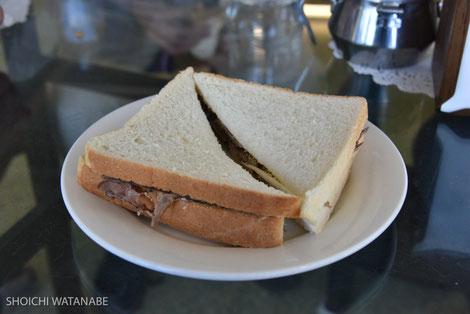 今度はローストビーフのサンドウィッチ。6ドル・・・
