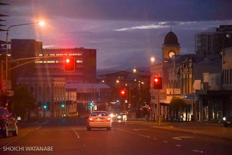夜明け前の街。時計台が美しいので本当はもっとしっかり撮りたいけれど