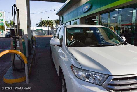 ガソリン給油です