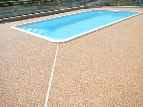 Steinteppich fugenlos Umrandung Pool