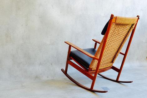 Cone Chair & Table Hersteller:Vitra Designer: Verner Panton Zustand: Vintage Zustand   Preis: Auf Anfrage