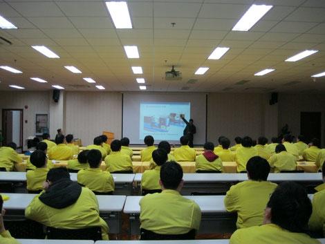 袁华博士为著名机器人公司发那科的工程技术人员讲课