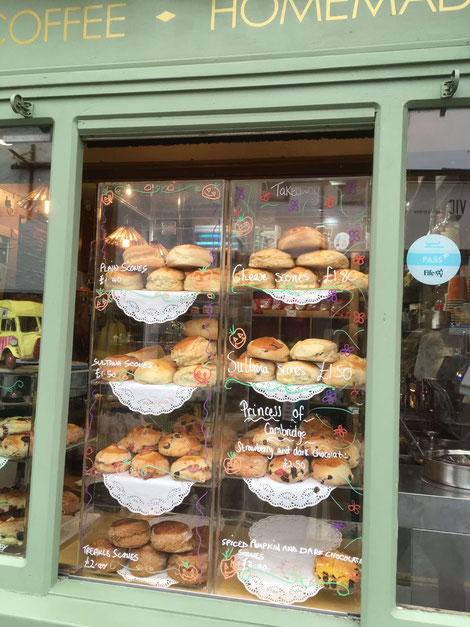 Scones in einem Schaufenster in St. Andrews