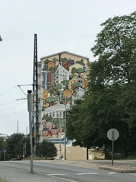 マンションの壁もアート