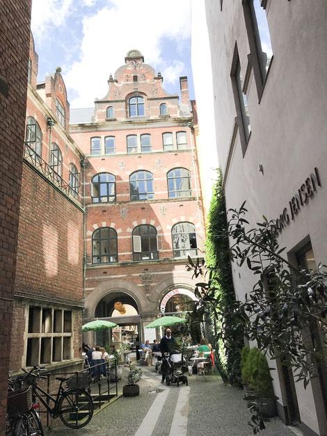 高級食器ロイヤルコペンハーゲンの食器を楽しめるカフェ