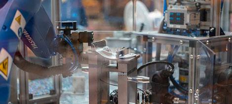 Fertigung von Produkten mit einem Roboterarm