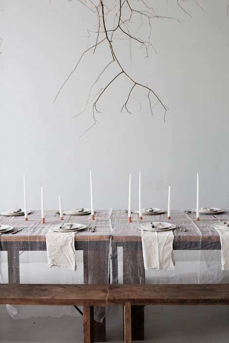 A stunning table setting by the sunday-suppers.com