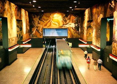 Estación Universidad de Chile, como parte del mural 'Memoria Visual de una Nación'