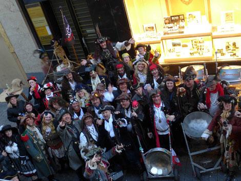 Un Poco Loco und die Piratenbrut nach dem Biwak in der City