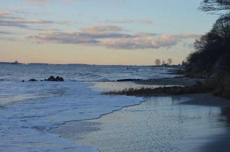 Meer mit Steilküste