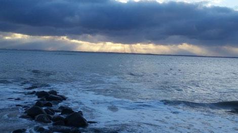 Meer mit aufziehendem Gewitter