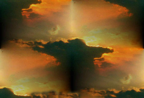 Sonnenuntergang mit dunkler Wolke