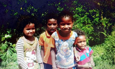 Kinder der Batek in Kg Dedari