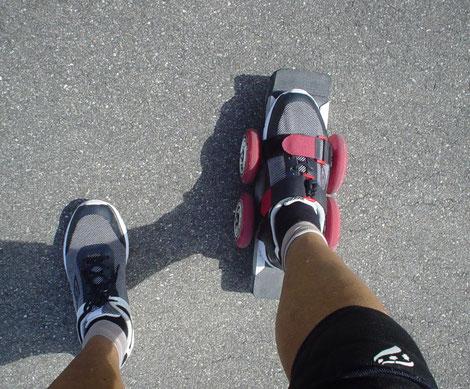 """Der PATENT-SKATE ist fast """"selbsterklärend"""" einfachst zu benutzen - in Minuten lernst du superbes Scootern ! . . ."""