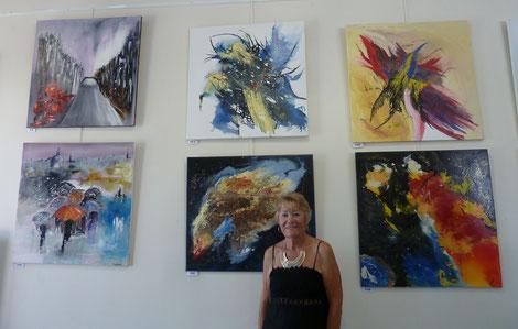 Christiane Lecorche, invitée d'honneur devant ses œuvres