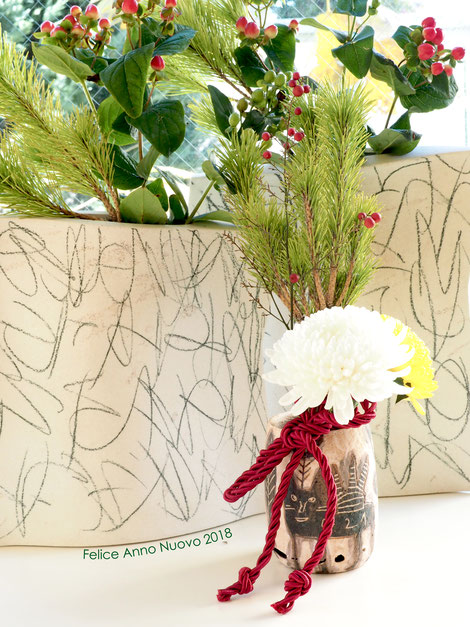 flower vase : GUIDO DE ZAN / small vase of dogcat : TAMAMI AZUMA