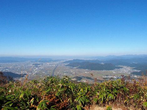 越前平野も晴天下に一望・・・文殊山も手に取るようです。