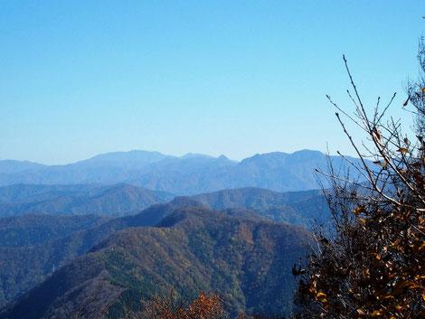 何時もながら冠山の山容は目立ちます。
