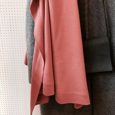 ASCK Tuch N° 01 aus roséfarbenen Wollstoff aus kontrolliert biologischer Tierhaltung mit leichter Struktur, GOTS-zertifiziert.er Wollstoff.