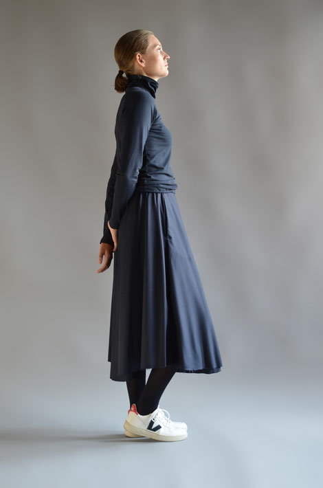 ASCK Shirt N° 03 dunkelblauer Rollkragenpullover aus feinem anschmiegsamen Baumwoll-Jersey aus kontrolliert biologischen Baumwolle mit 3 % Elasthan, GOTS-zertifiziert
