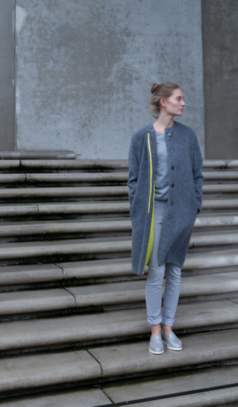 ASCK anthrazitfarbener Mantel aus GOTS-zertifizierten Wollstoff