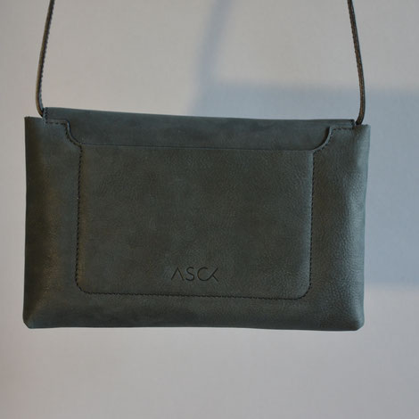 ASCK Tasche N° 02 Rückansicht mit Label-Prägung