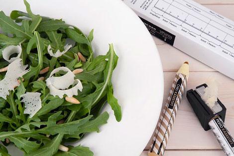 Puedes ser el más cañero de tu oficina a la hora de comer eh? Te llevas el lápiz de queso de tu escritorio al comedor.