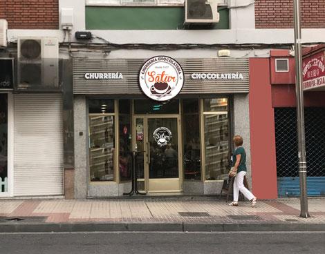 Simulación logotipo en fachada.