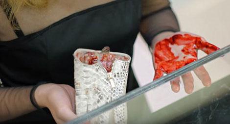 Guantes con sangre