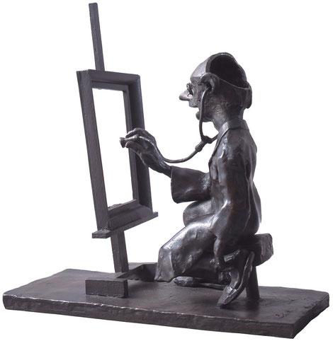 "Man Examining a ""Masterpiece?"" / bronze / 29.5×29.0×13.0cm / 2000"