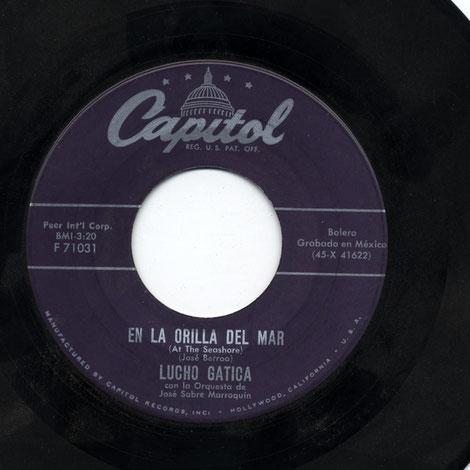"Capitol F 71031 ""En la orilla del mar"", Lucho Gatica - 1957."
