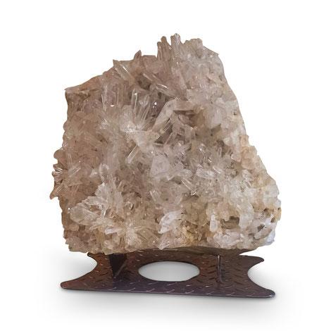 Große Kristallstufe aus Arkansas. Der Kristall ist besonders edle Wohndekoration.