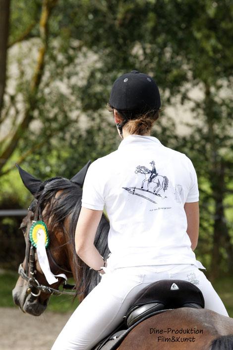 Dine-Shirts Turnier Poloshirt mit Dine-Motiv, designt von Nadine J. M. Knauer
