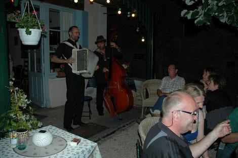 le 12 juillet 2013: musique tzigane et chansons françaises ont rythmé une soirée inoubliable!