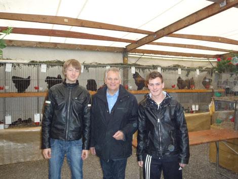 2 Jungzüchter mit Gottfried Kneifel links mein Enkel Lukas