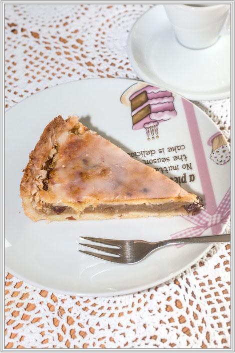 Rezept für Omas gedeckten Apfelkuchen mit Zuckerguss