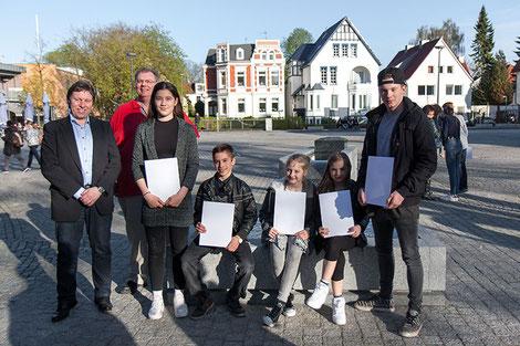 Gruppenfoto Sportlerehrung 2016 DTB vor der Markthalle Delmenhorst