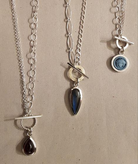 Verschiedene Knebelketten aus 925 Silber  und Edelsteinen