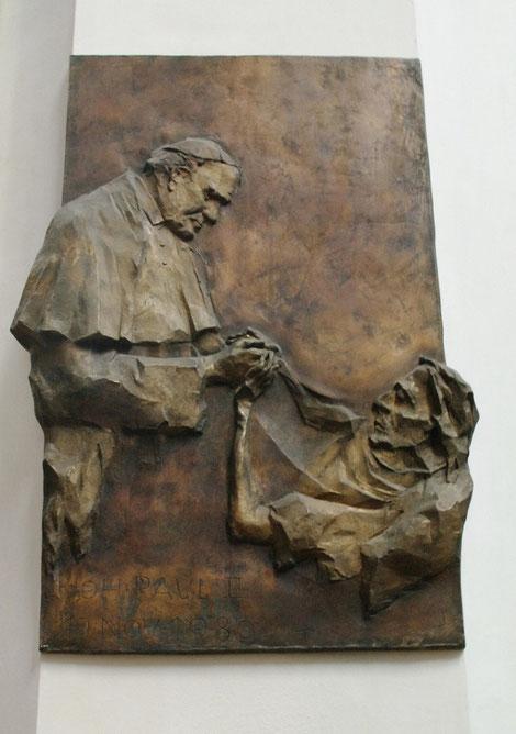 Besuch von Papst Johannes Paul II. am 19.11.1980 (Relief  von Norbert Backmund)