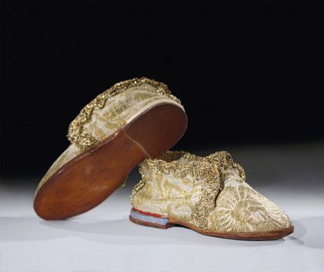 Schuhe des Columba-Jesuskindes von Kloster Altenhohenau, 18. Jh. © Diözesanmuseum Freising/ Daniel Kraus