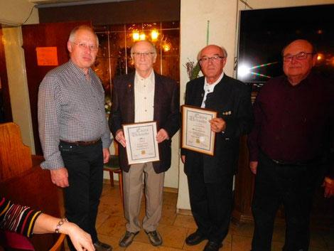 1. Vorsitzender, Ludwig Eichler mit den für 60 Jahre geehrten und 2. Vorsitzender Erich Langhojer.