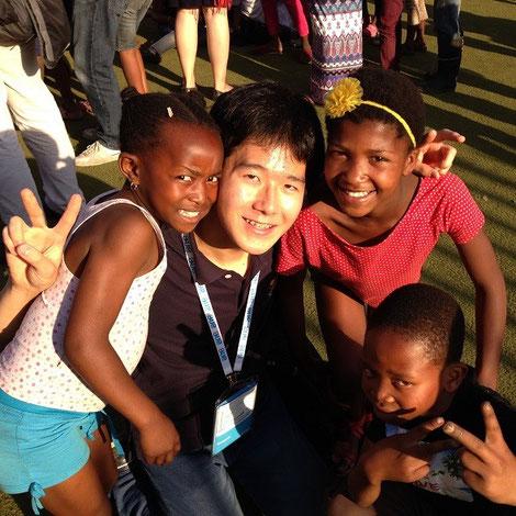 みんな「Chinese!」とはしゃぎながら喜んでたかってきました(笑) Japanから来たと言っても「ポカーン」とした様子。知らなかったのかなぁ。