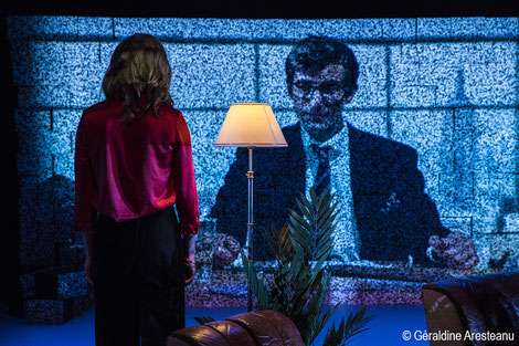 """Entre réalité et fiction, """"Projet Newman"""" se veut une réflexion sur notre rapport aux images sous le regard de Günther Anders (Philosophe) et Victor Newman (Les feux de l'amour)."""