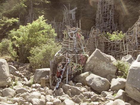 Kunstwerk aus Treibholz: Mikronation Ladonien an Schwedens Westküste im Kullaberg Naturreservat