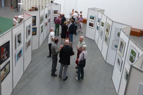 Blick in die Ausstellung des Kuppelsaales im Rathaus St. Ingbert