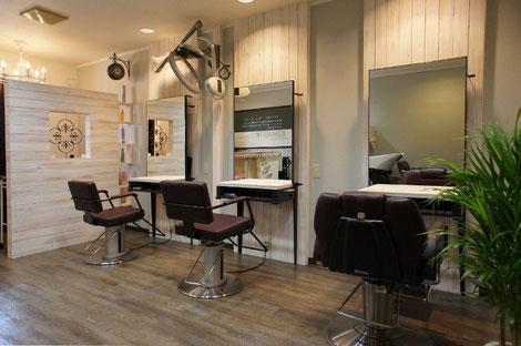 カントリーアンティーク調の美容室。